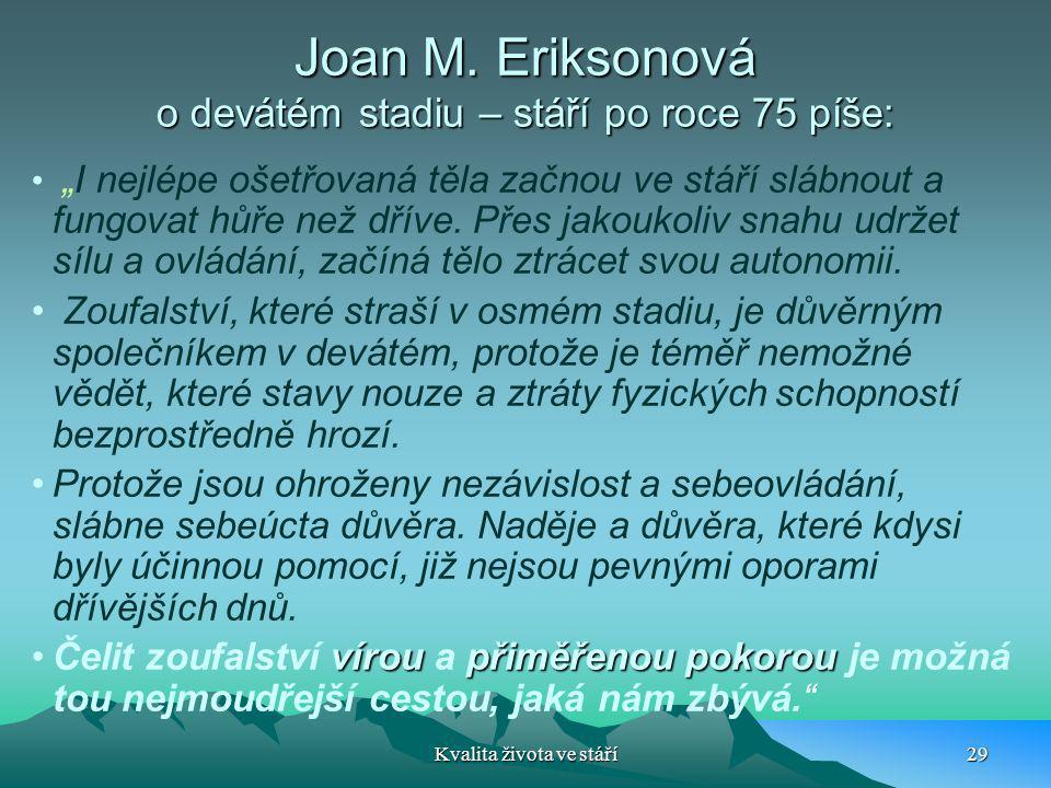 """Joan M. Eriksonová o devátém stadiu – stáří po roce 75 píše: """"I nejlépe ošetřovaná těla začnou ve stáří slábnout a fungovat hůře než dříve. Přes jakou"""