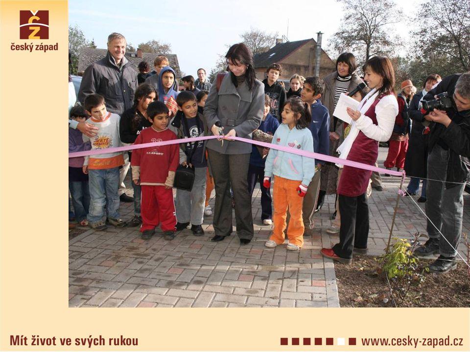 Poslání organizace Posláním Českého západu je budovat na území Toužimska aTepelska občanskou společnost, kterou charakterizuje zájem občanů na řešení věcí veřejných.