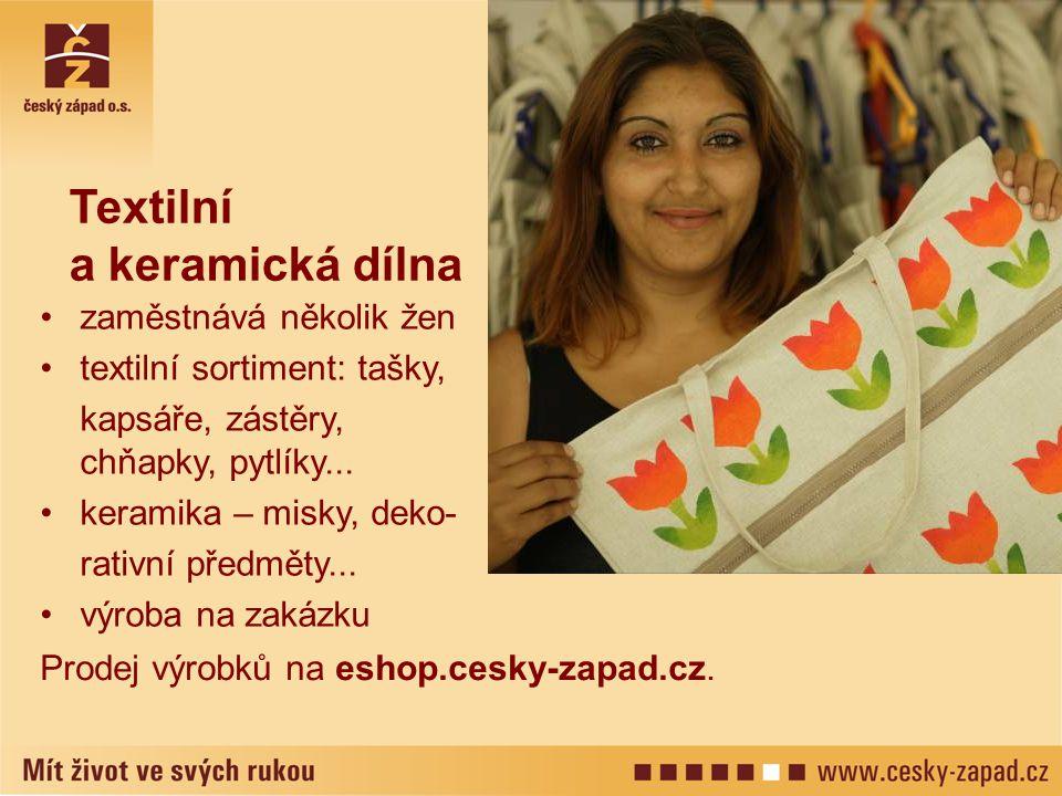 Textilní a keramická dílna zaměstnává několik žen textilní sortiment: tašky, kapsáře, zástěry, chňapky, pytlíky... keramika – misky, deko- rativní pře