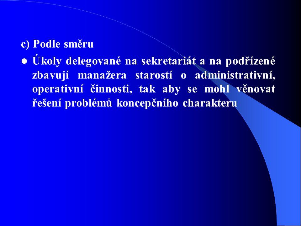 c) Podle směru Úkoly delegované na sekretariát a na podřízené zbavují manažera starostí o administrativní, operativní činnosti, tak aby se mohl věnovat řešení problémů koncepčního charakteru