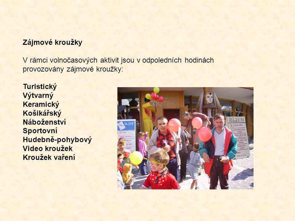 Zájmové kroužky V rámci volnočasových aktivit jsou v odpoledních hodinách provozovány zájmové kroužky: Turistický Výtvarný Keramický Košikářský Nábože