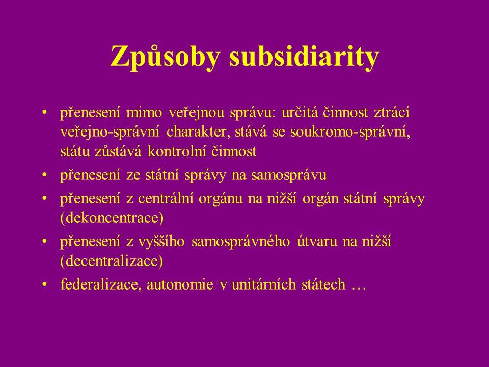Způsoby subsidiarity přenesení mimo veřejnou správu: určitá činnost ztrácí veřejno-správní charakter, stává se soukromo-správní, státu zůstává kontrol