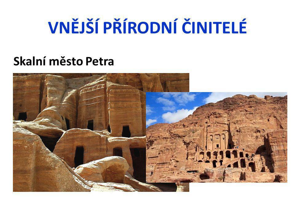 VNĚJŠÍ PŘÍRODNÍ ČINITELÉ Skalní město Petra