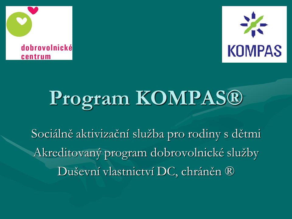 Program KOMPAS ® je zaměřený na: KOMunikaci + PArtnerství + Spolupráci  V Programu KOMPAS® se vždy 2 dospělí vyškolení dobrovolníci věnují skupince 6-ti dětí ze socio-kulturně znevýhodněného prostředí.