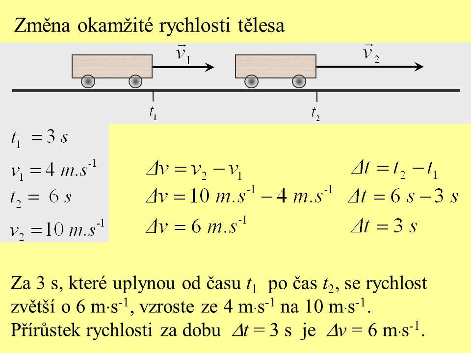 Za 3 s, které uplynou od času t 1 po čas t 2, se rychlost zvětší o 6 m  s -1, vzroste ze 4 m  s -1 na 10 m  s -1.