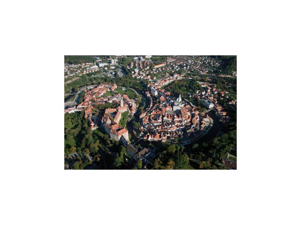 Telč - Historické centrum (na Seznam UNESCO zapsáno v roce 1992) Město bylo na starších základech vystavěno po velkém požáru na konci 14.