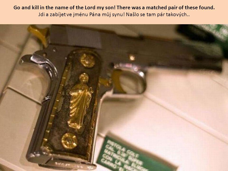 Gold and Titanium 45 Calibre semi automatic pistols - they found 16 like this Zlaté a titanové poloautomatické pistole kalibr 45 – podobných jich bylo