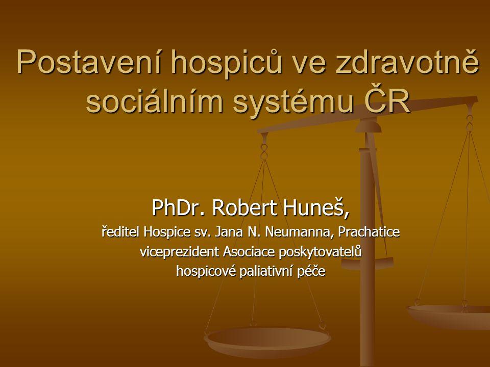 Financování v praxi veřejné zdravotního pojištění saturuje hospicům zdravotní péči (cca 60% nutných prostředků) veřejné zdravotního pojištění saturuje hospicům zdravotní péči (cca 60% nutných prostředků) chybí výrazná část příjmů (cca 40%) na sociální část hospicové péče chybí výrazná část příjmů (cca 40%) na sociální část hospicové péče zákon č.