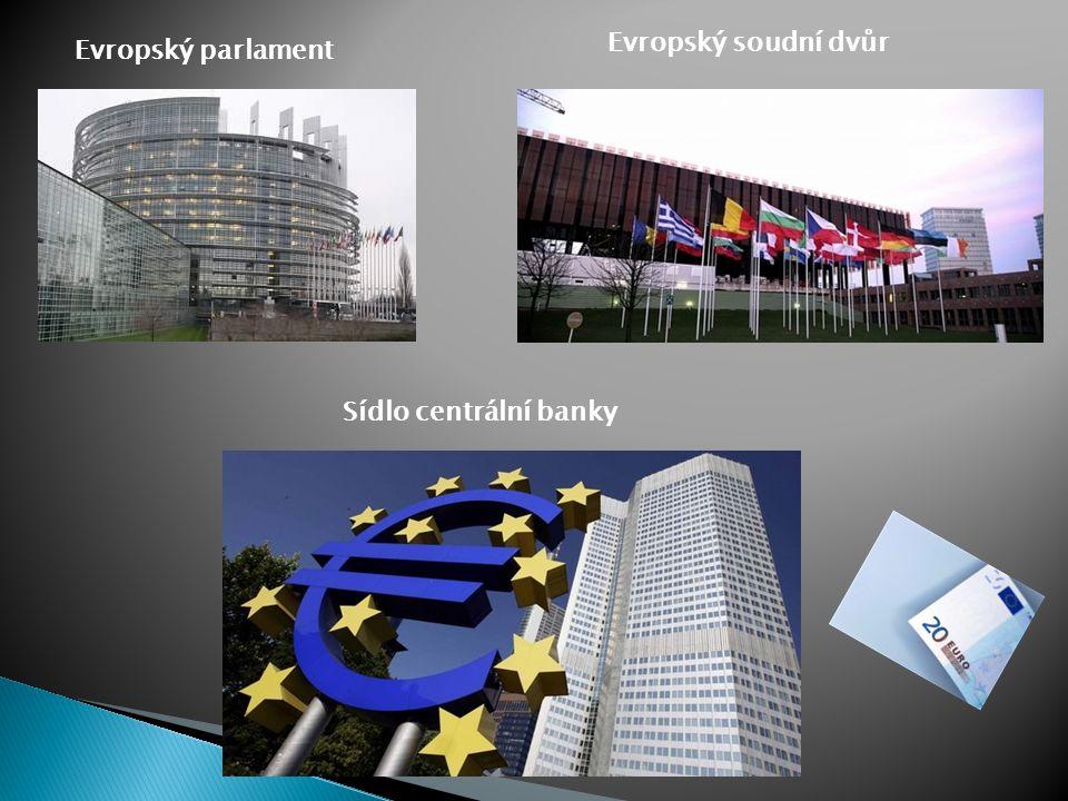 Evropský parlament SSídlo - Štrasburk, Brusel, Lucemburk MMá 736 poslanců volených v přímých volbách občany EU na dobu 5 let. KKaždá země je zas