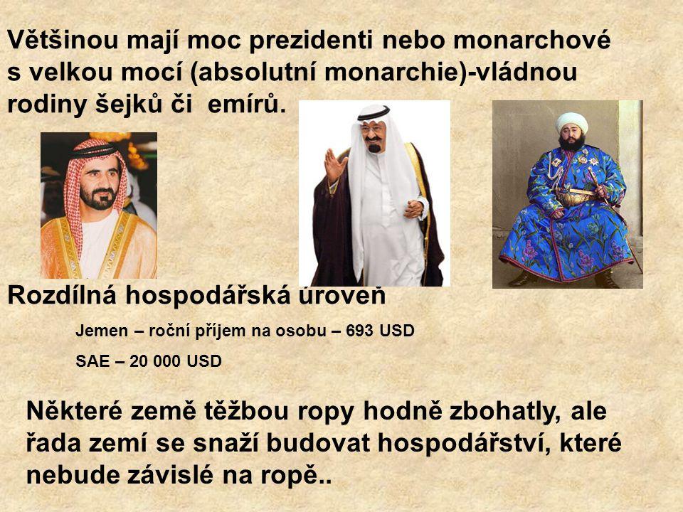 Většinou mají moc prezidenti nebo monarchové s velkou mocí (absolutní monarchie)-vládnou rodiny šejků či emírů. Rozdílná hospodářská úroveň Jemen – ro