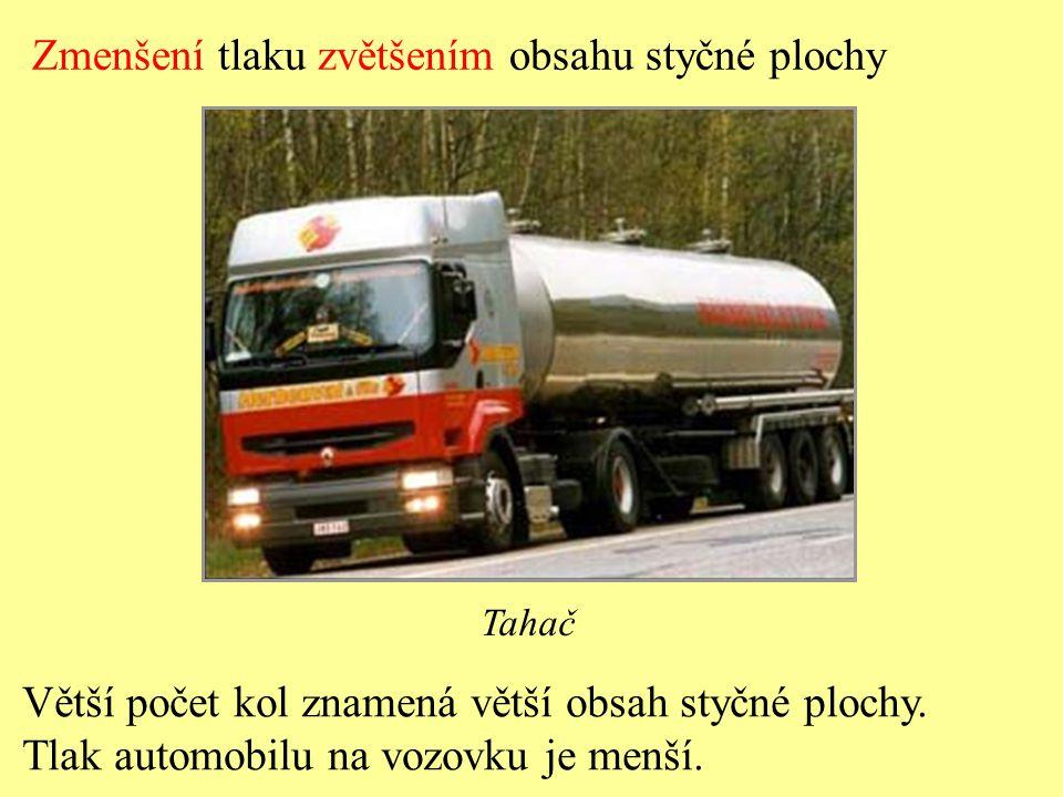 """Zmenšení tlaku zmenšením tlakové síly Traktor s """"malou hmotností Menší hmotnost znamená menší tlakovou sílu."""