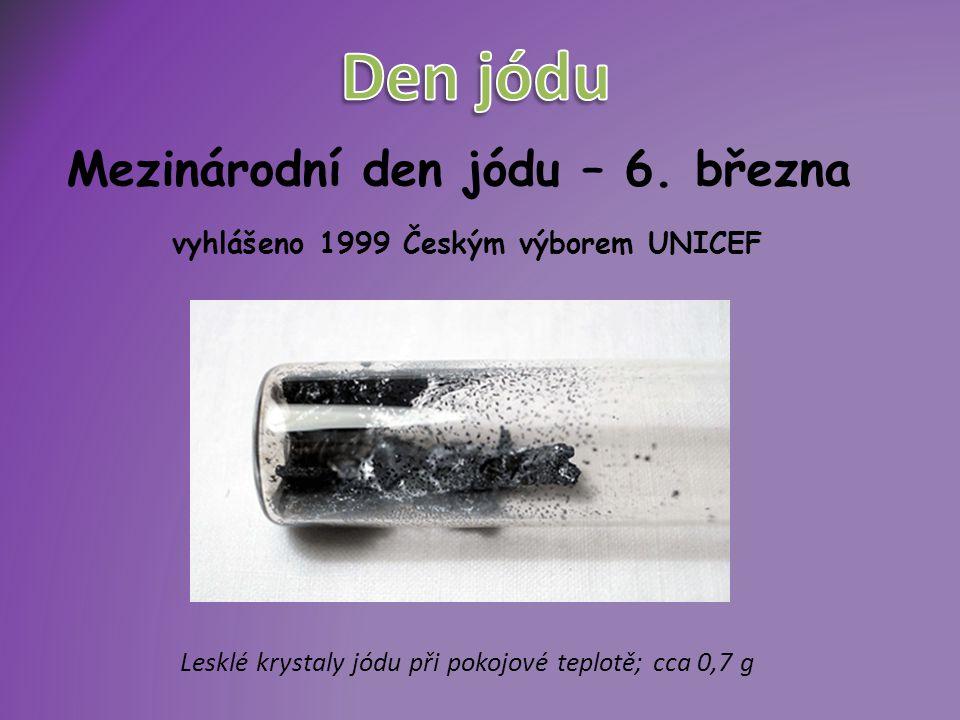 """ Jód z řeckého iódés = """"fialový  hustota: 4,940 g/cm3  teplota tání: 113,5 °C  teplota varu:184,35 °C"""