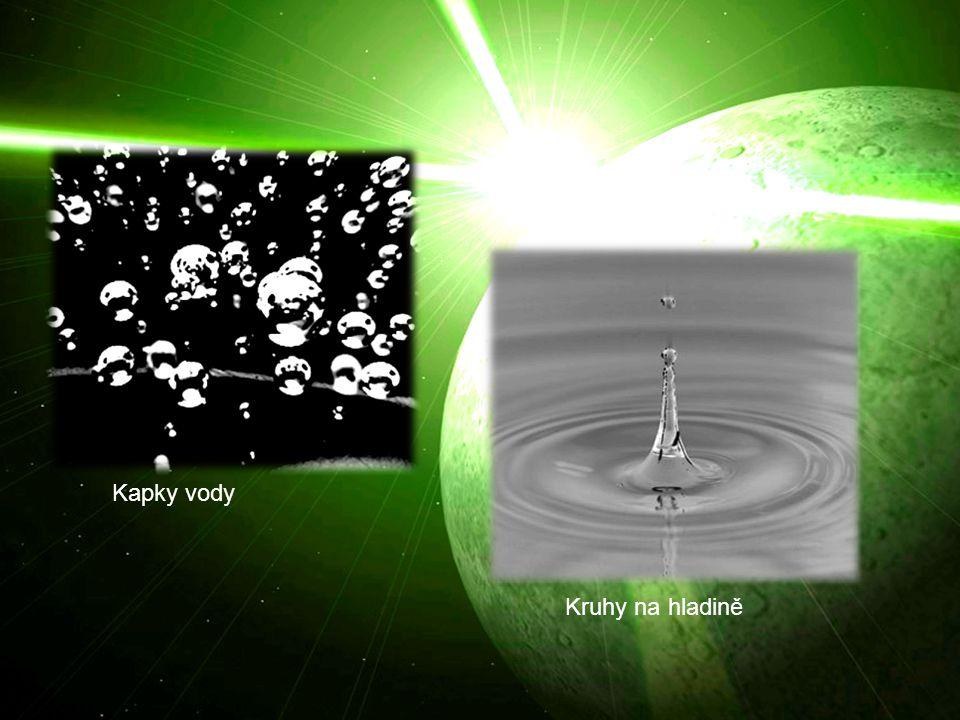 Kruhy na hladině Kapky vody