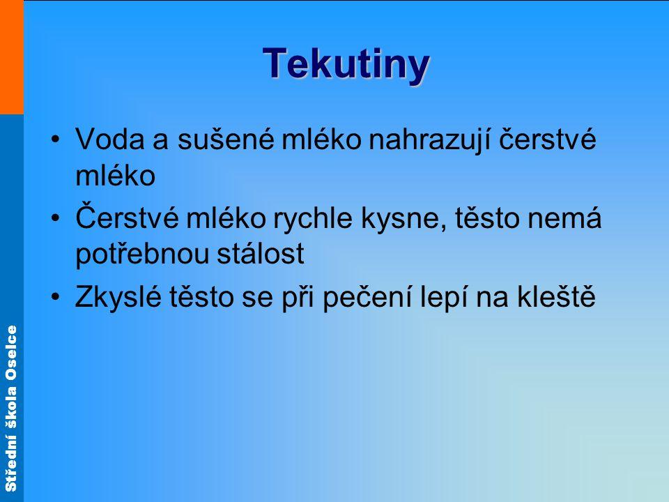 Střední škola Oselce Tekutiny Voda a sušené mléko nahrazují čerstvé mléko Čerstvé mléko rychle kysne, těsto nemá potřebnou stálost Zkyslé těsto se při