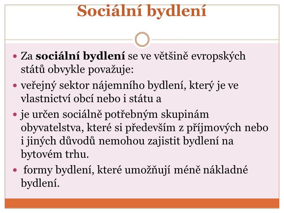 Sociální bydlení Za sociální bydlení se ve většině evropských států obvykle považuje: veřejný sektor nájemního bydlení, který je ve vlastnictví obcí nebo i státu a je určen sociálně potřebným skupinám obyvatelstva, které si především z příjmových nebo i jiných důvodů nemohou zajistit bydlení na bytovém trhu.