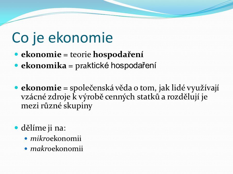 Co je ekonomie ekonomie = teorie hospodaření ekonomika = pra ktické hospodaření ekonomie = společenská věda o tom, jak lidé využívají vzácné zdroje k
