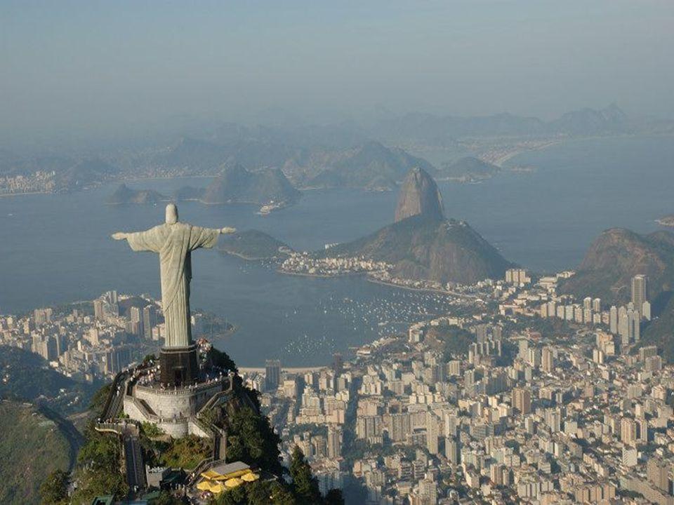 4. Socha Krista Rio de Janeiro Brazílie 30 metrů vysoká, byla postavena v roce 1922 k stému výročí vyhlášení nezávislosti Brazílie. Je to poutní místo