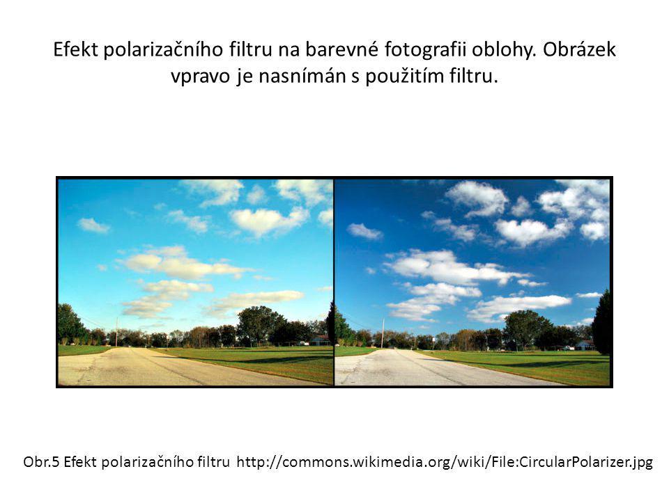 Efekt polarizačního filtru na barevné fotografii oblohy. Obrázek vpravo je nasnímán s použitím filtru. Obr.5 Efekt polarizačního filtru http://commons
