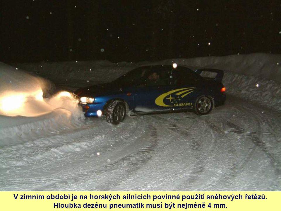 V zimním období je na horských silnicích povinné použití sněhových řetězů. Hloubka dezénu pneumatik musí být nejméně 4 mm.