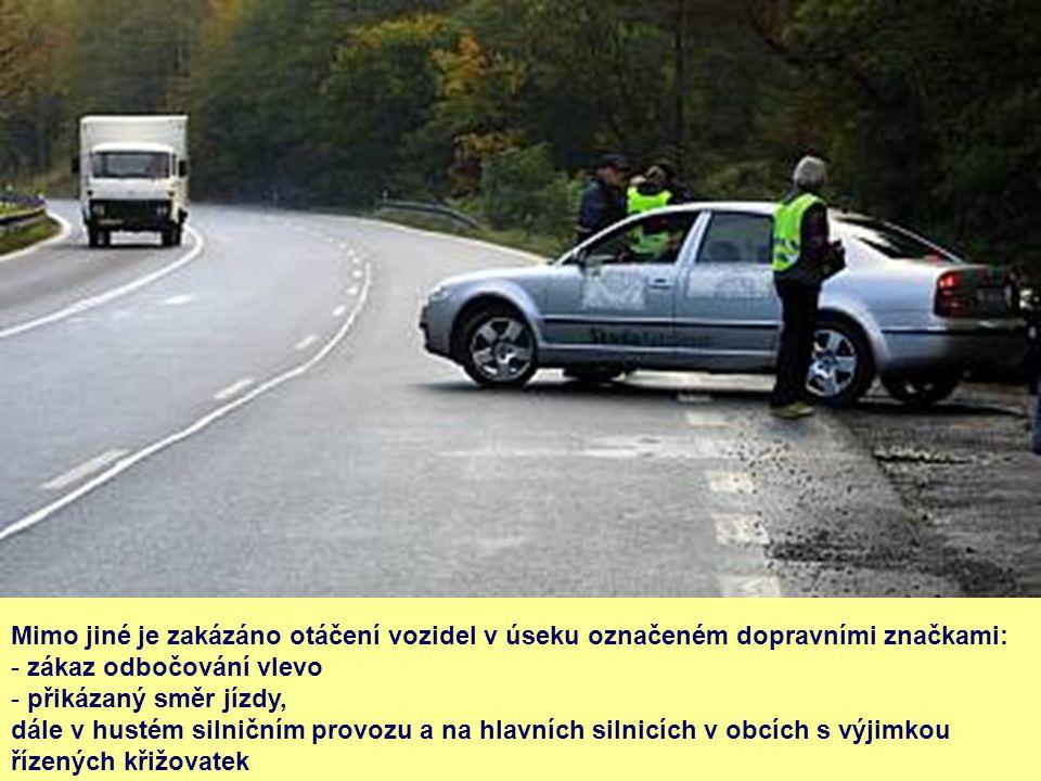 Mimo jiné je zakázáno otáčení vozidel v úseku označeném dopravními značkami: - zákaz odbočování vlevo - přikázaný směr jízdy, dále v hustém silničním