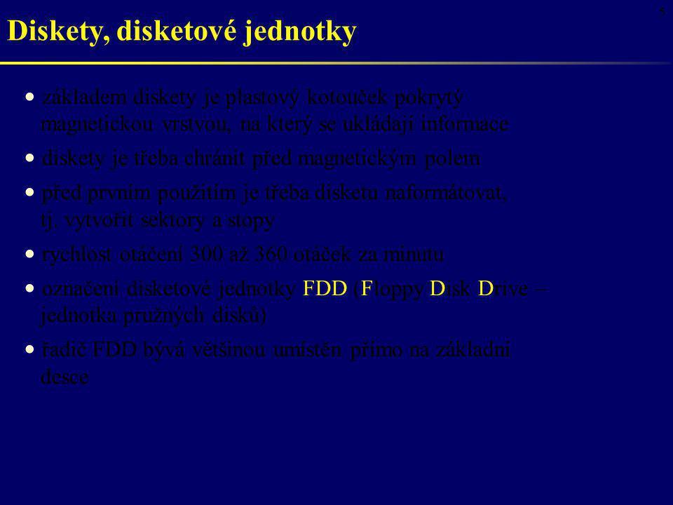 16 CD-ROM laserový paprsek přes soustavu čoček dopadá na plochu se záznamem, která je opatřena reflexní vrstvou prohlubně zmenšují intenzitu odraženého světla odražený laserový paprsek dopadá na fotocitlivý prvek, který intenzitu dopadajícího světla převádí na elektrický signál Jednotka CD-ROM s rozhraním IDE (EIDE, ATAPI) nebo SCSI přístupová doba okolo 100 ms přenosová rychlost závisí na typu: 1x 150 KB/s, 2x 300 KB/s, 24x 3600 KB/s, … umožňuje přehrávat i hudební CD