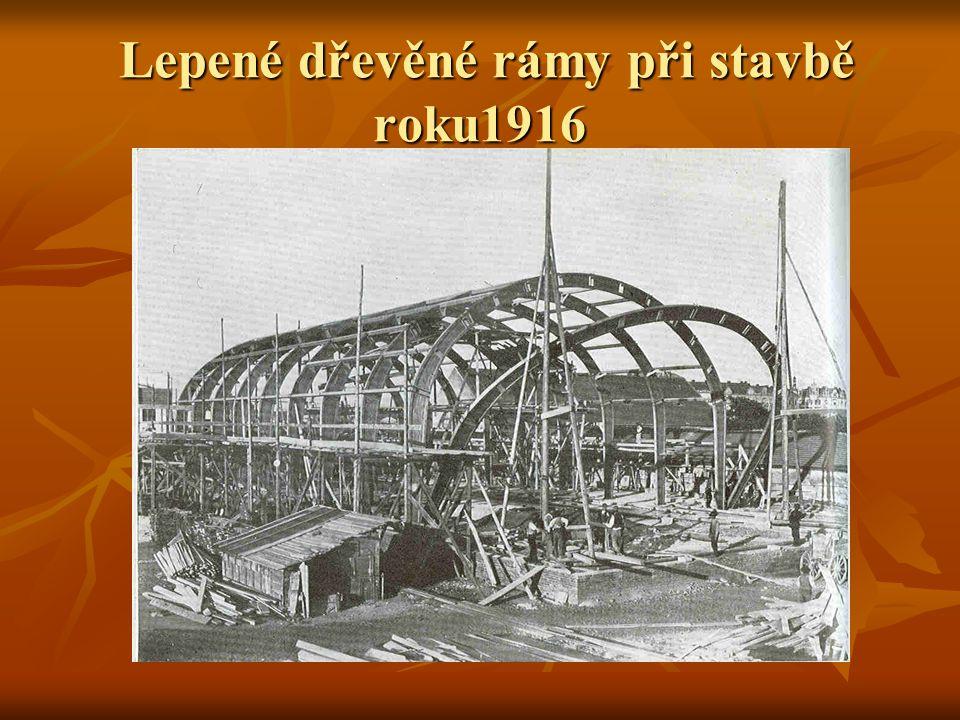 Lepené dřevěné rámy při stavbě roku1916 Lepené dřevěné rámy při stavbě roku1916