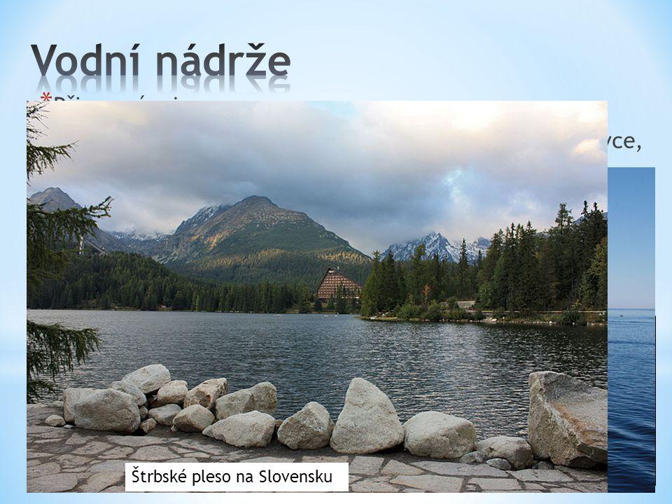 * Přirozené – jezera Většina jezer je pozůstatkem rozpouštěného ledovce, který pokrýval v minulosti sever Evropy. Velké množství jezer se proto nacház