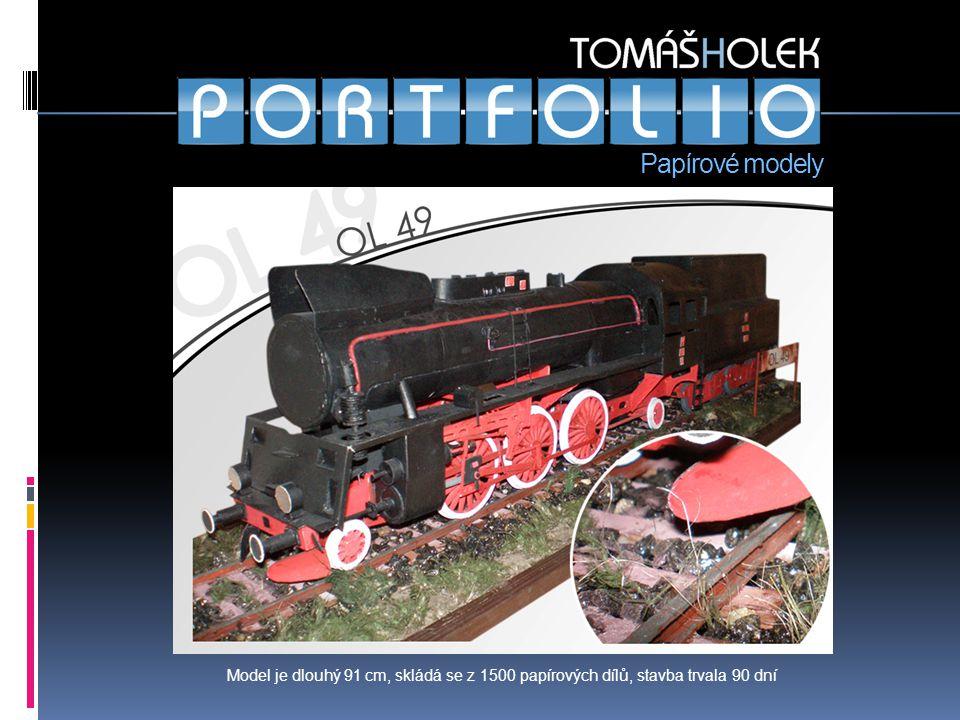 Papírové modely Model je dlouhý 91 cm, skládá se z 1500 papírových dílů, stavba trvala 90 dní