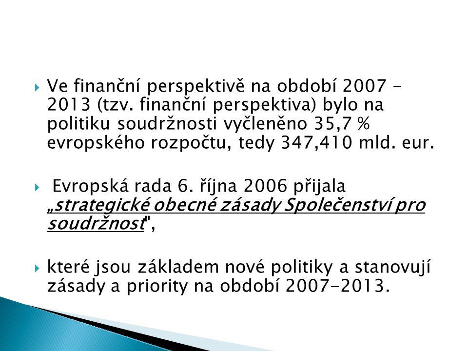  Ve finanční perspektivě na období 2007 - 2013 (tzv. finanční perspektiva) bylo na politiku soudržnosti vyčleněno 35,7 % evropského rozpočtu, tedy 34