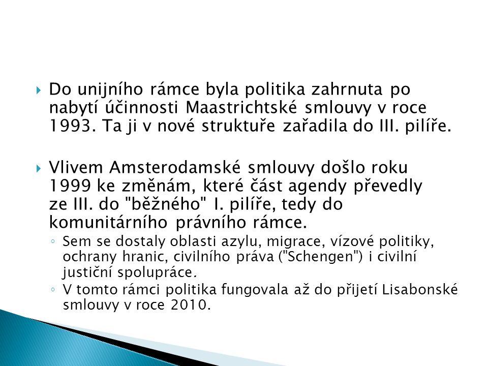  Do unijního rámce byla politika zahrnuta po nabytí účinnosti Maastrichtské smlouvy v roce 1993.