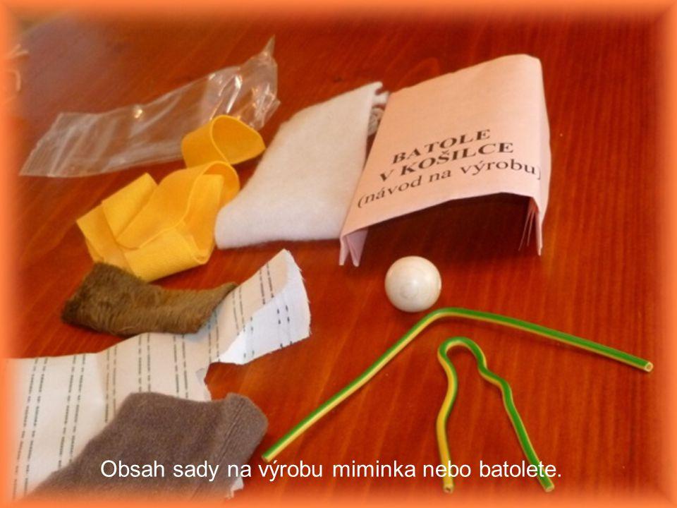 Obsah sady na výrobu miminka nebo batolete.