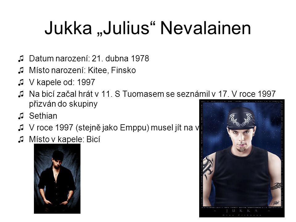 """Jukka """"Julius"""" Nevalainen ♫Datum narození: 21. dubna 1978 ♫Místo narození: Kitee, Finsko ♫V kapele od: 1997 ♫Na bicí začal hrát v 11. S Tuomasem se se"""