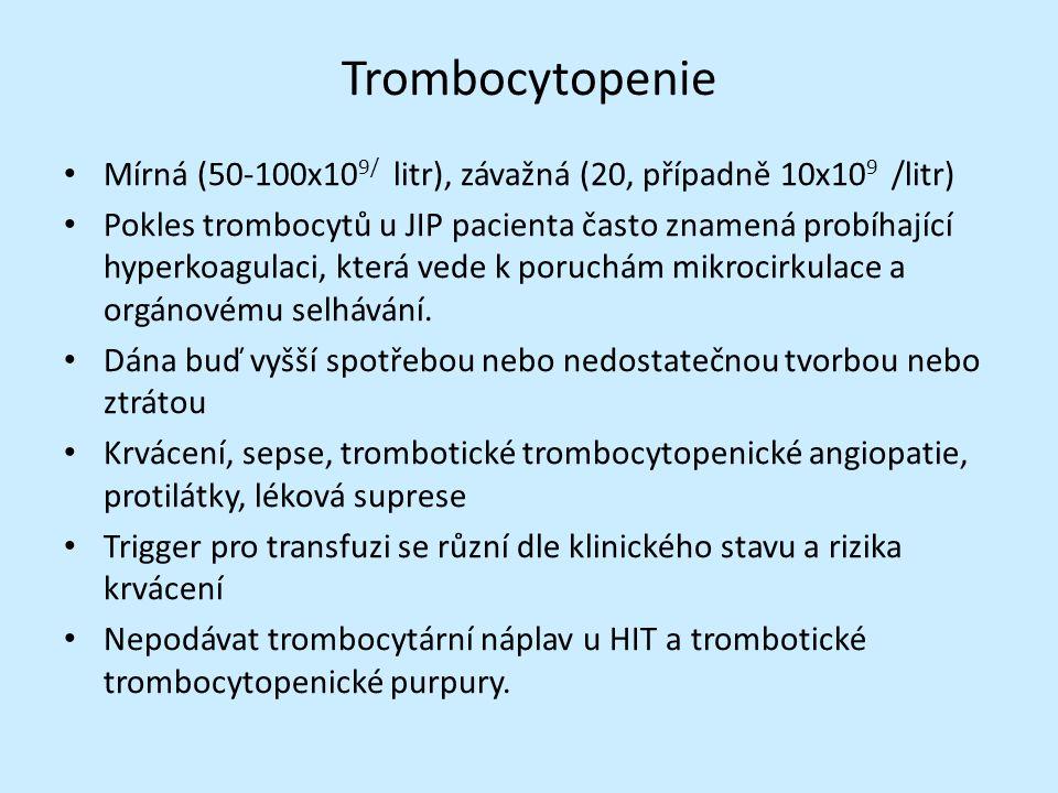 Trombocytopenie Mírná (50-100x10 9/ litr), závažná (20, případně 10x10 9 /litr) Pokles trombocytů u JIP pacienta často znamená probíhající hyperkoagulaci, která vede k poruchám mikrocirkulace a orgánovému selhávání.