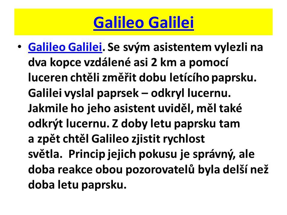 Galileo Galilei. Se svým asistentem vylezli na dva kopce vzdálené asi 2 km a pomocí luceren chtěli změřit dobu letícího paprsku. Galilei vyslal paprse