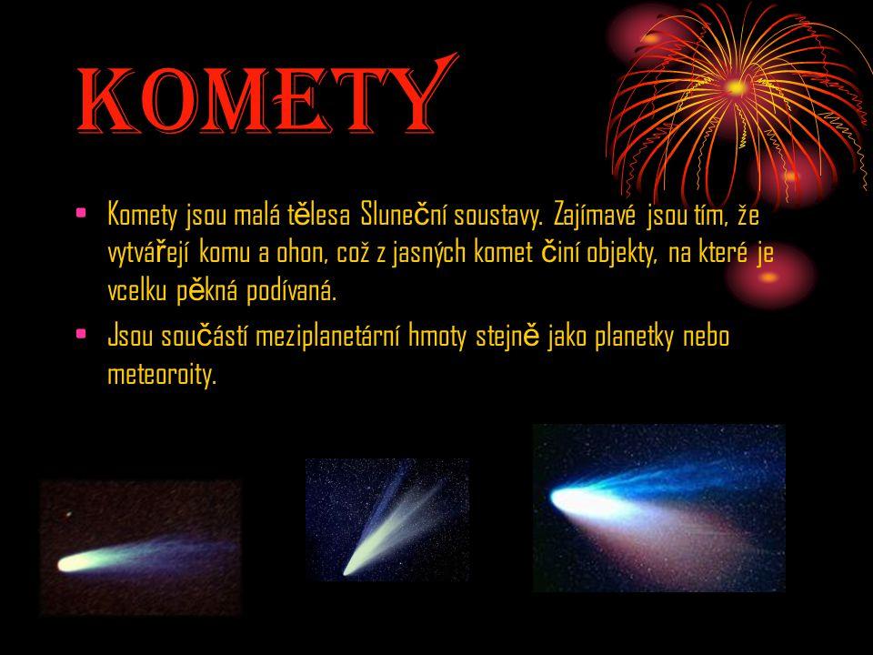 Komety Komety jsou malá t ě lesa Slune č ní soustavy. Zajímavé jsou tím, že vytvá ř ejí komu a ohon, což z jasných komet č iní objekty, na které je vc