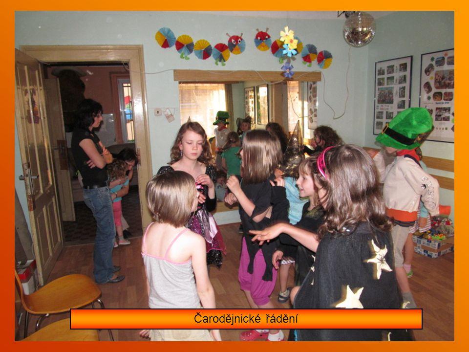 Soutěže a zábava na klubovně s čarodějnicemi