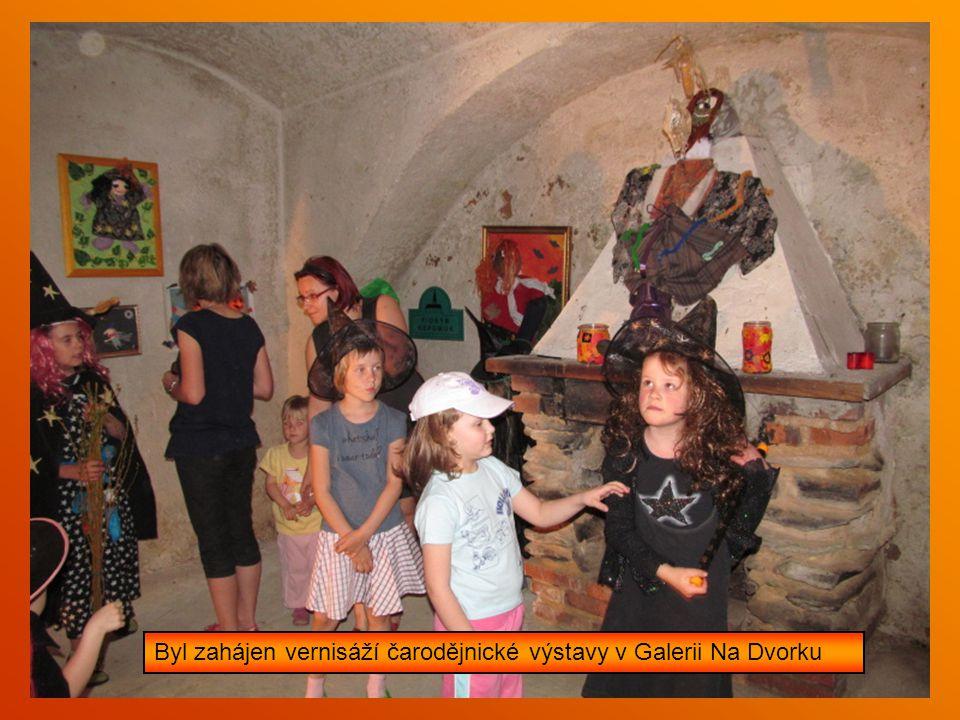 Dvoudenní čarodějnický sabat na dvorku klubovny v Nepomuku