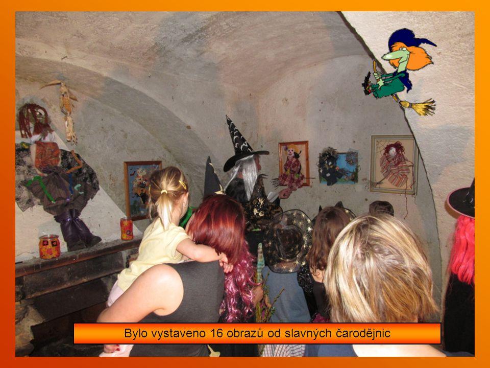 Byl zahájen vernisáží čarodějnické výstavy v Galerii Na Dvorku