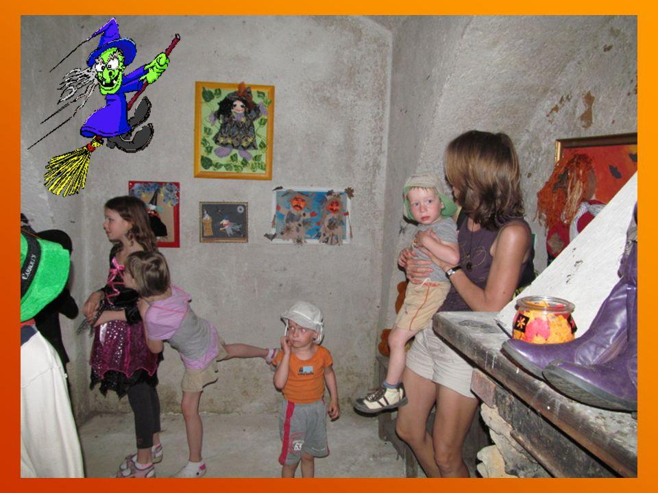 Bylo vystaveno 16 obrazů od slavných čarodějnic