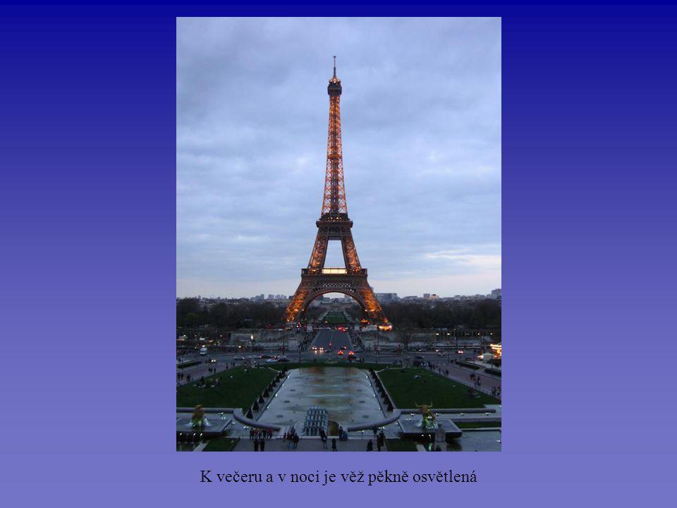 Pohled na Paříž ze 3. patra věže (274 m)