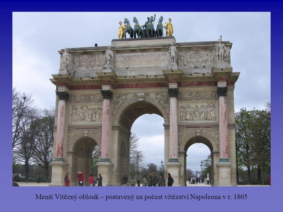 Menší Vítězný oblouk – postavený na počest vítězství Napoleona v r. 1805