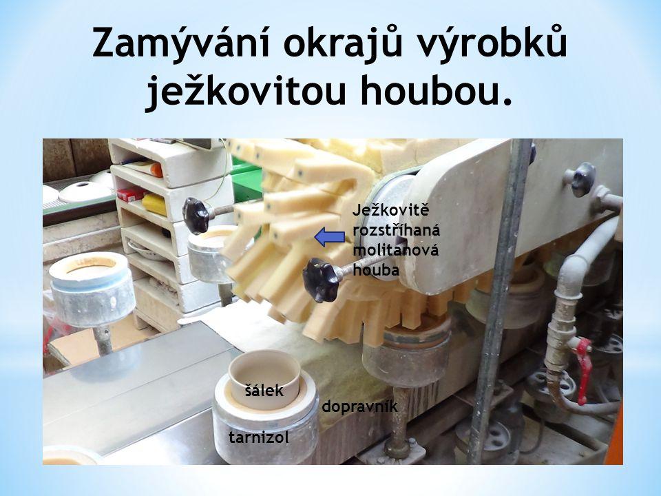 Zamývání okrajů výrobků ježkovitou houbou. tarnizol šálek Ježkovitě rozstříhaná molitanová houba dopravník