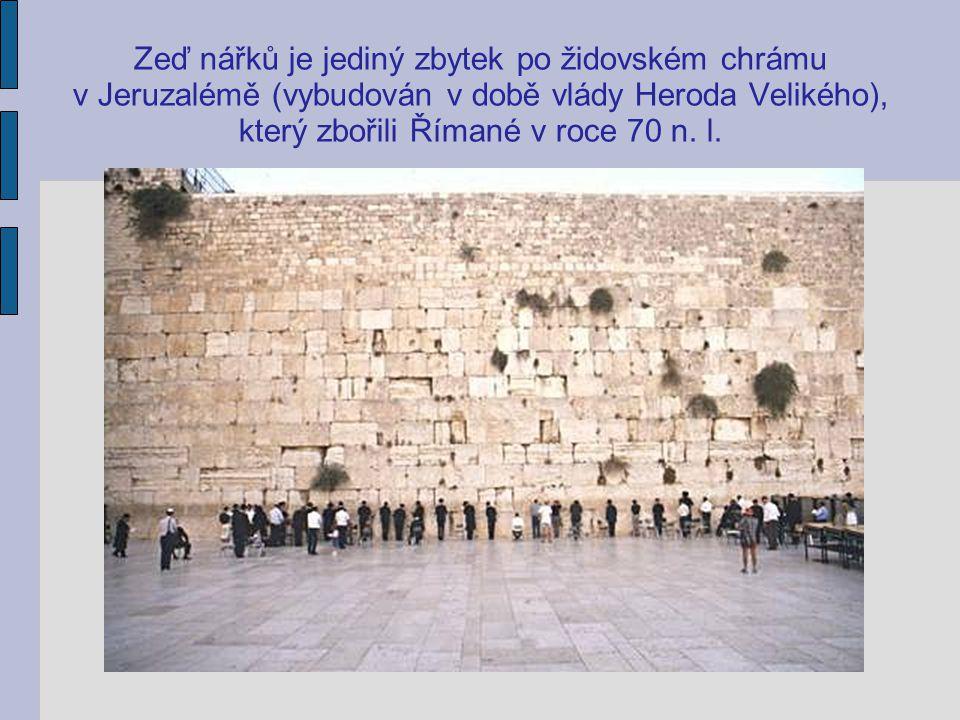 Zeď nářků je jediný zbytek po židovském chrámu v Jeruzalémě (vybudován v době vlády Heroda Velikého), který zbořili Římané v roce 70 n. l.