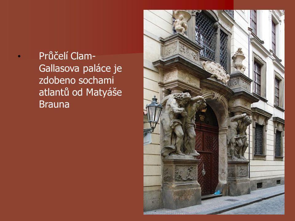 Průčelí Clam- Gallasova paláce je zdobeno sochami atlantů od Matyáše Brauna