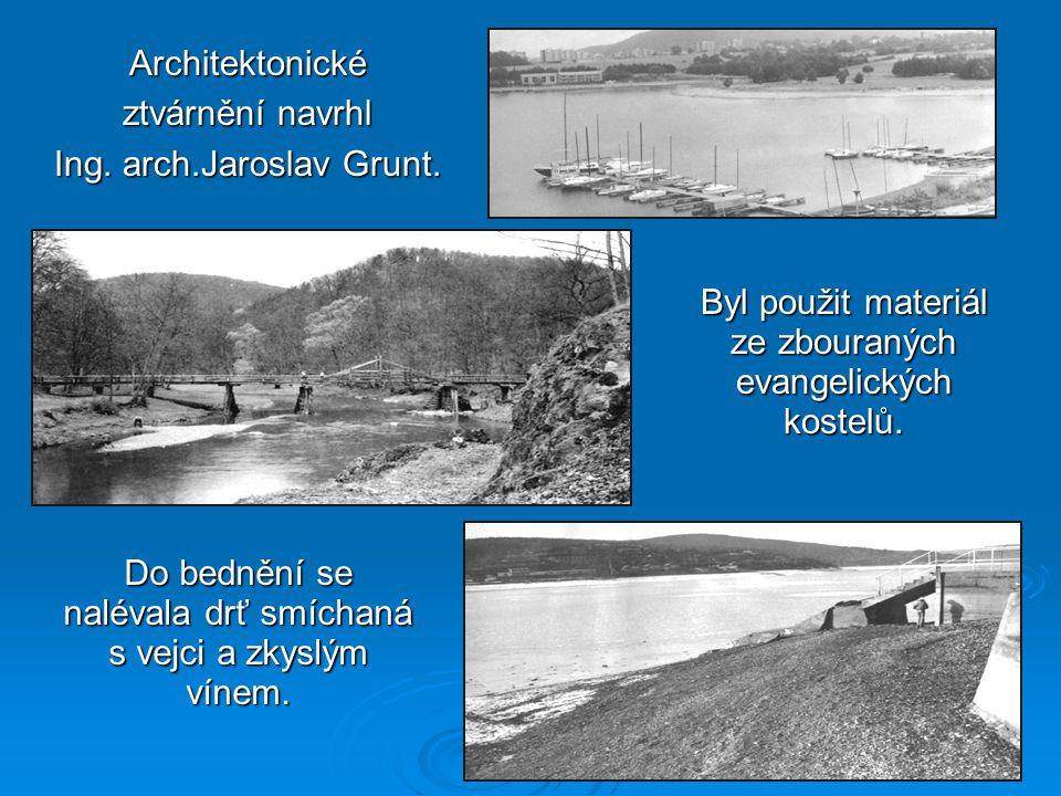 Architektonické ztvárnění navrhl Ing. arch.Jaroslav Grunt.