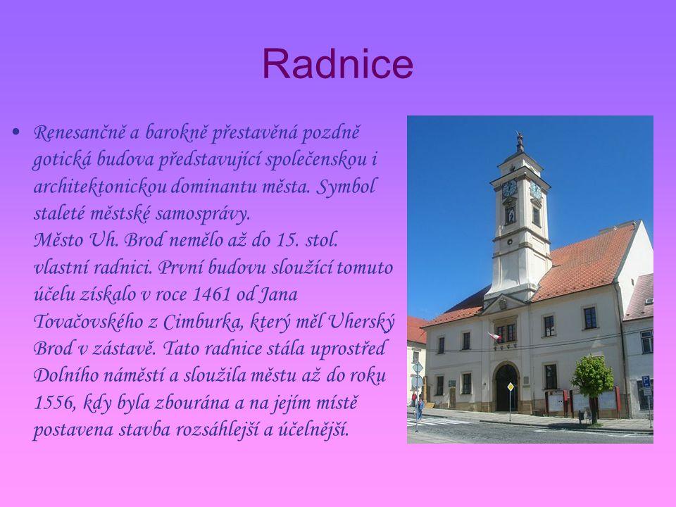 Radnice Renesančně a barokně přestavěná pozdně gotická budova představující společenskou i architektonickou dominantu města.