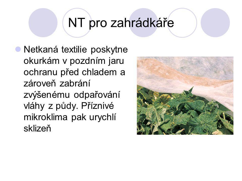 NT pro zahrádkáře Netkaná textilie poskytne okurkám v pozdním jaru ochranu před chladem a zároveň zabrání zvýšenému odpařování vláhy z půdy. Příznivé