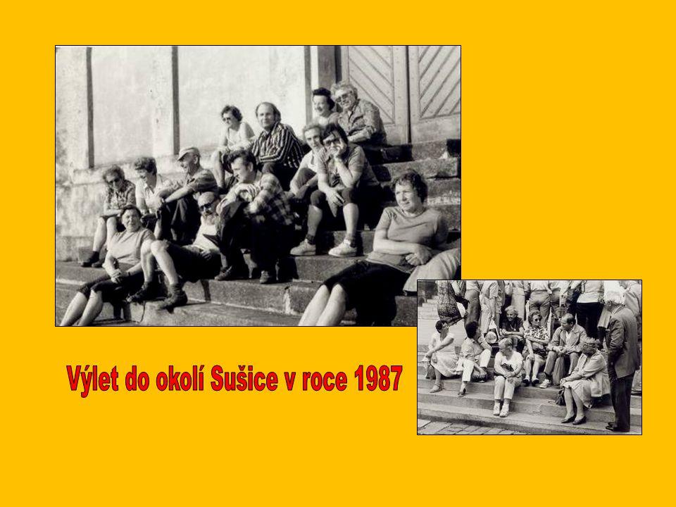 Zleva: Oldřich Jelínek, Líba Jelínková, Jarka Zemanová, Zdeňka Hošková, Jan Koday, Květa Valová Nahoře zleva: František Hošek, Jaroslav Zeman, Věra Ku