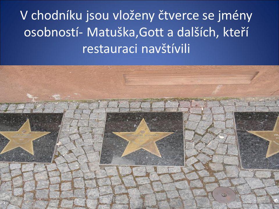 Na náměstí je známá restaurace dříve název u Karlíčka