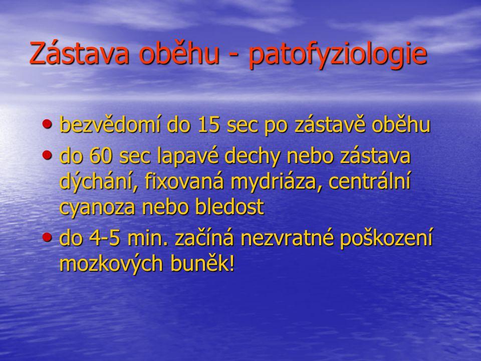 Zástava oběhu - příčiny dospělí - ischemická choroba srdeční dospělí - ischemická choroba srdeční / 80- 90% komorová fibrilace nebo bezpulsová komorová tachykardie / / 80- 90% komorová fibrilace nebo bezpulsová komorová tachykardie / - trauma, tonutí, hypovolémie, předávkování drogou, hypotermie, anafylaxe, komplikace těhotenství - trauma, tonutí, hypovolémie, předávkování drogou, hypotermie, anafylaxe, komplikace těhotenství děti - hypoxie, asfyxie / úrazy, tonutí, intoxikace, obstrukce DC/ děti - hypoxie, asfyxie / úrazy, tonutí, intoxikace, obstrukce DC/